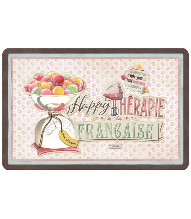 Bordstablett med macarons på och färgglad med texten Happy therapie.