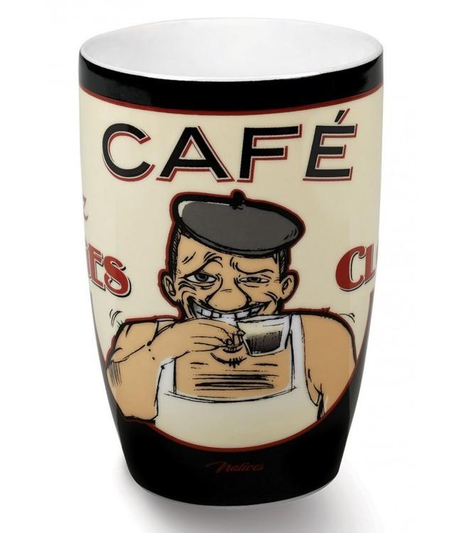 En kaffemugg med en gubbe på som dricker kaffe.