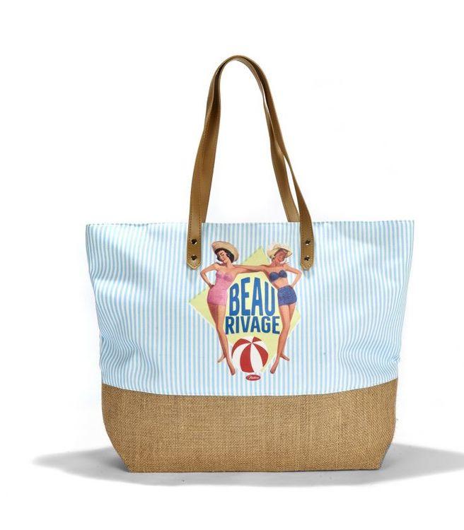 Strandväska som rymmer mycket, snygg ljusblå med pinuppor på som motiv.