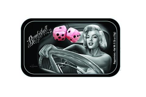 Svart liten plåtask med Marilyn Monroe på med minttabletter i.