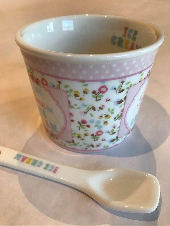 Glassbägare och sked i porslin till glassen.