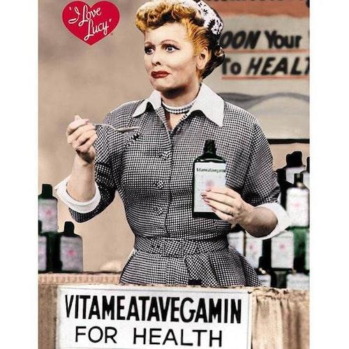 "Plåtskylt 20x30cm ""Lucy Vitamin"""
