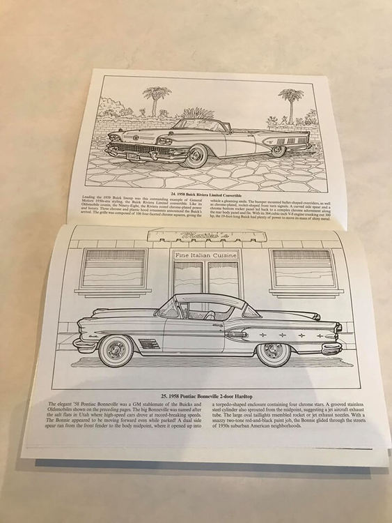 Vuxenmålarbok med bilar från femtiotalet och info om dem på engelska.