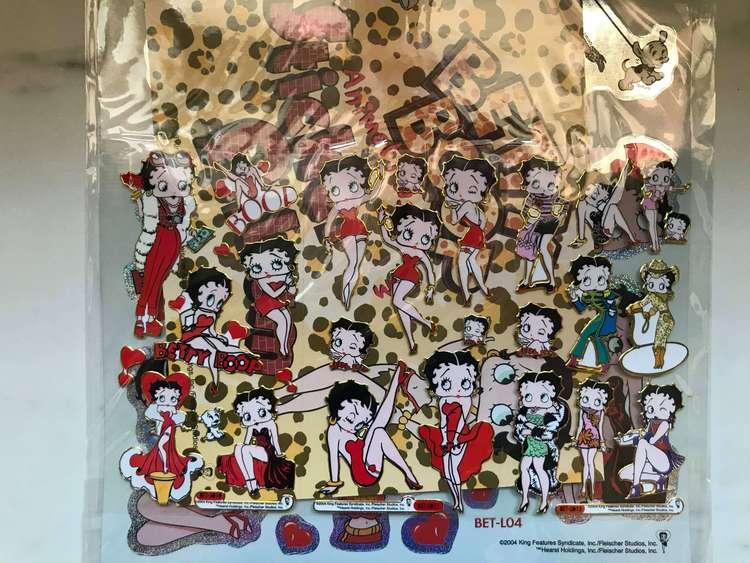 Över 40st klistermärken med motiv av Betty Boop.