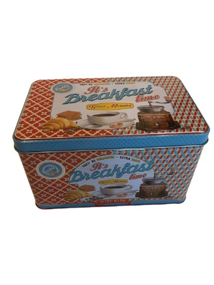 Plåtburk till kakor eller brödet till frukosten, röd och blå med mycket mönster.