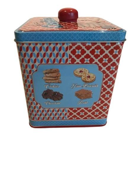 Kakor med både choklad och sylt som motiv på denna kakburk i plåt, fika mer.