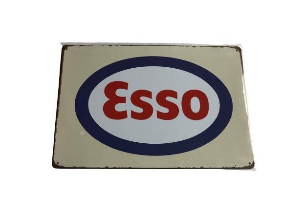 Plåtskylt Esso med sliten look.