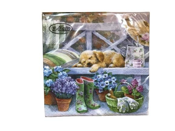 Servetter med en söt liten hund på en bänk som motiv, somrigt med blommor.