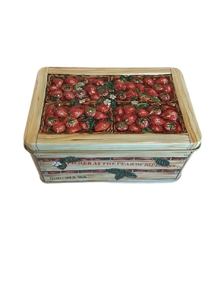 Liten burk i plåt, jordgubbar.
