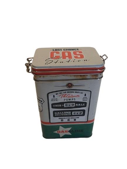 Plåtburk att förvara kaffe i, gammal mackpump som motiv.