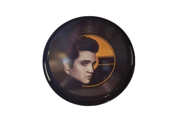 Svart bricka med handtag i plast med Elvis som motiv, ser ut som en lp-skiva.