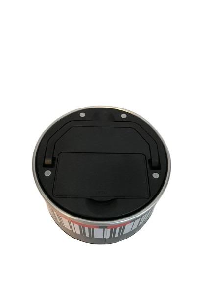 Klocka med magneter på baksidan, sätt på kylen, ser ut som en konservburk.
