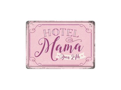 Rosa liten plåtskylt som ett vykort, hotel mama open 24h.