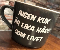INGEN KUK ÄR LIKA HÅRD SOM LIVET - Muggtryck