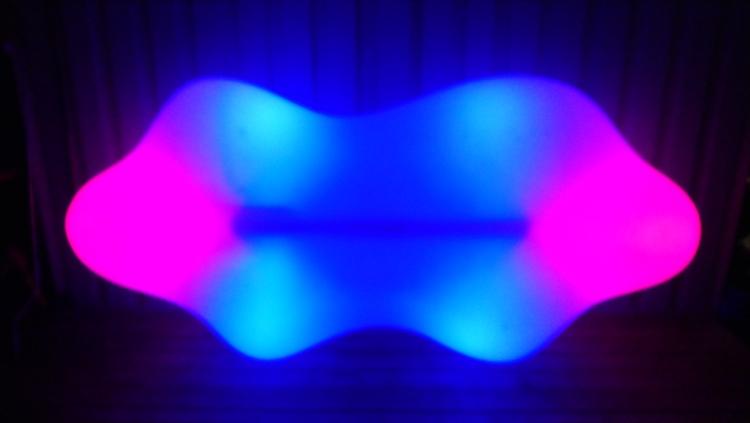 เช่า Vondom Lava Bench LED RGB เฟอร์นิเจอร์ - Karim Rashid