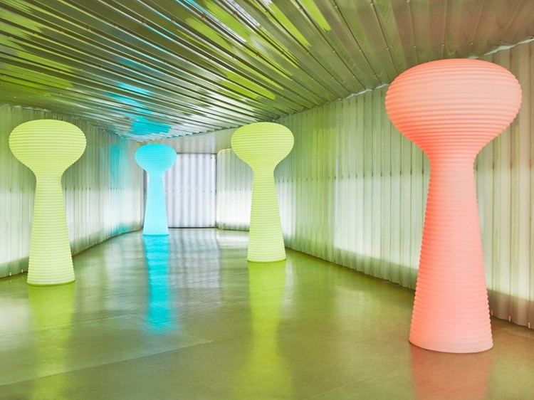 เช่า Vondom Flower Lamp RGB LED Furniture - Eugeni Quitllet