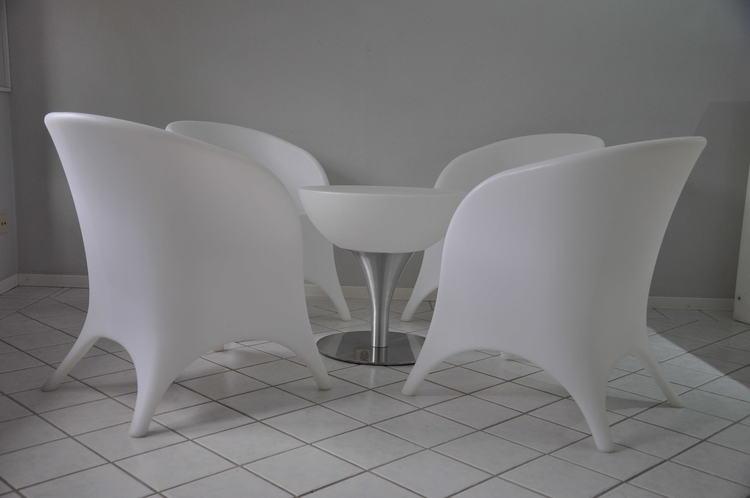 เช่ากลุ่มเลานจ์ LED เก้าอี้เท้าแขนและโต๊ะ 4 ตัว - แบบชาร์จใหม่ได้