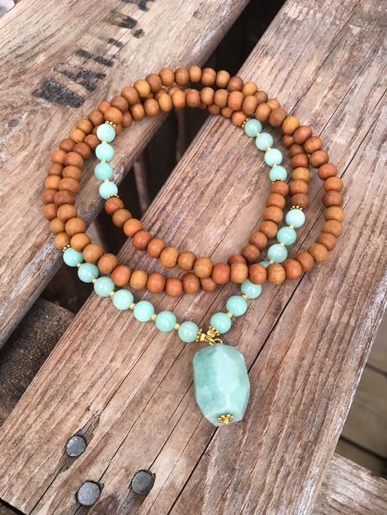 Långt halsband – Amazonit & sandelträ