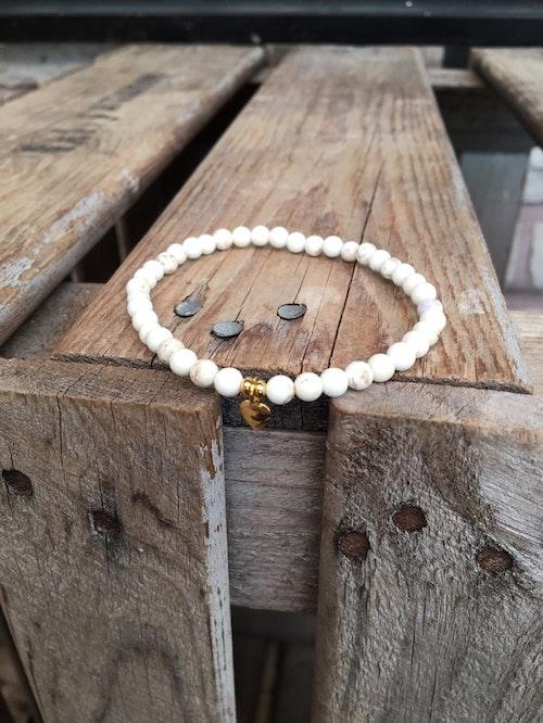 Armband – Magnesit & guldhjärta