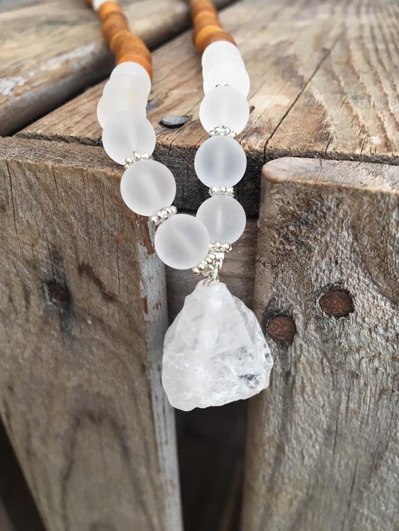 Långt halsband – Bergskristall & sandelträ