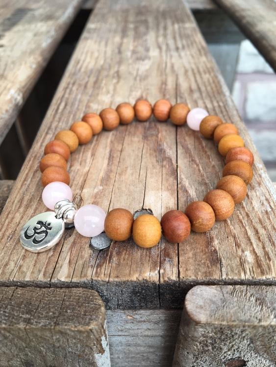 Armband – Sandelträ, rosenkvarts & aum