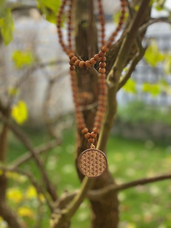 Långt halsband/108 mala – Sandelträ & seed of life