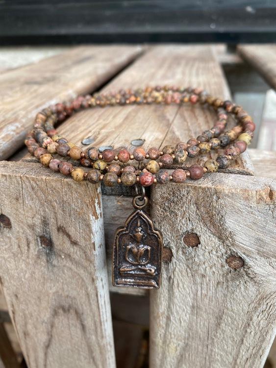 Långt halsband – Antik amulett & jaspis