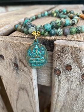 Långt halsband – Shiva/Ganesha & afrikansk turkos
