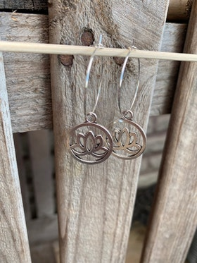 Örhängen – Lotus, silver