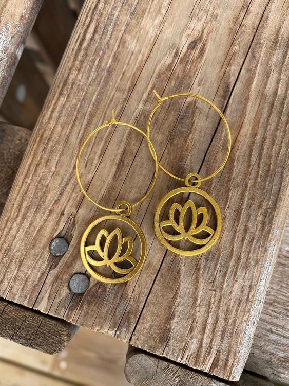 Örhängen – Lotus, guld