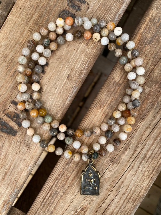 Långt halsband – Antik buddha & bambuagat