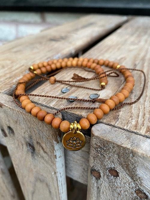 Justerbart halsband/armband – Sandelträ & lotusblomma