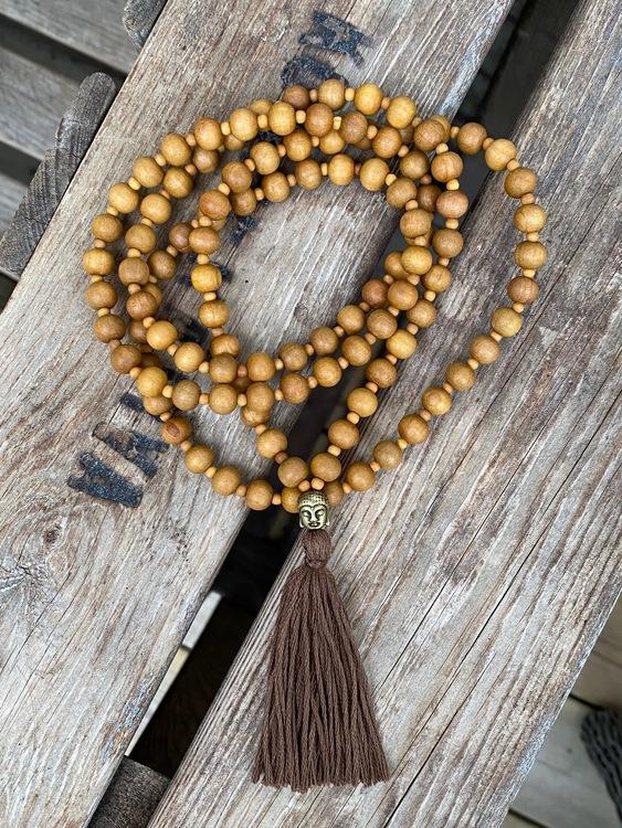 Långt halsband – Mala sandelträ, 108 pärlor