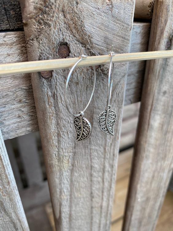 Örhängen – Löv, silver