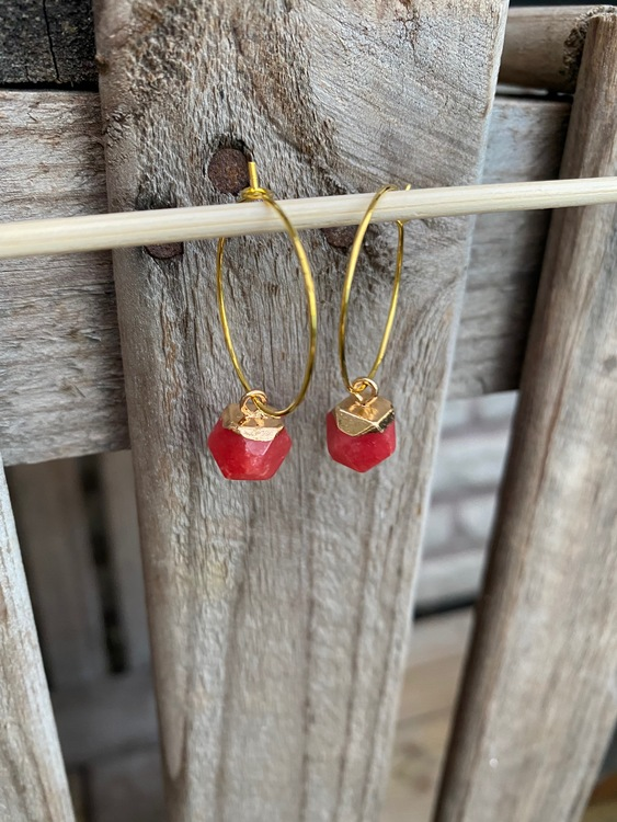 Örhängen – Röd jade