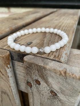 Armband – Vit jade & silverpärla