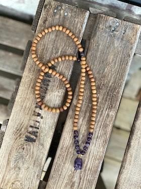 Långt halsband – Sandelträ & ametist