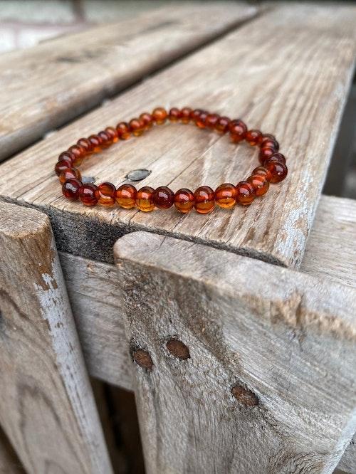 Armband – Bärnsten, mörk (mindre pärlor)