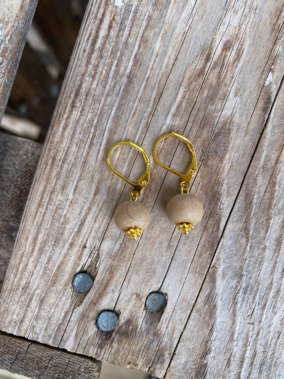 Örhängen – Vit sandelträ