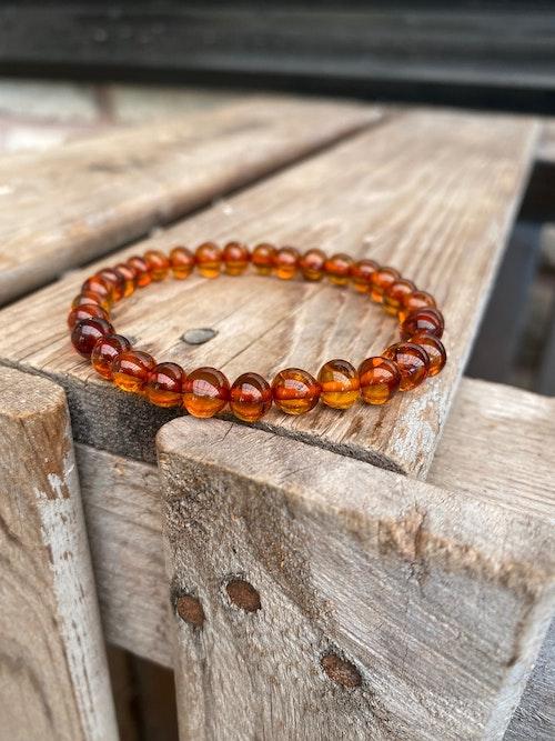 Armband – Bärnsten, mörk (större pärlor)