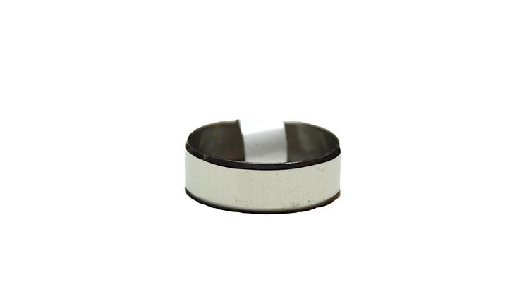 Slät silverfärgad stålring