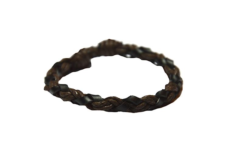 Flätat armband i brunt