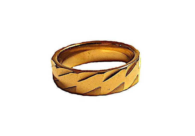 Guldfärgad ring