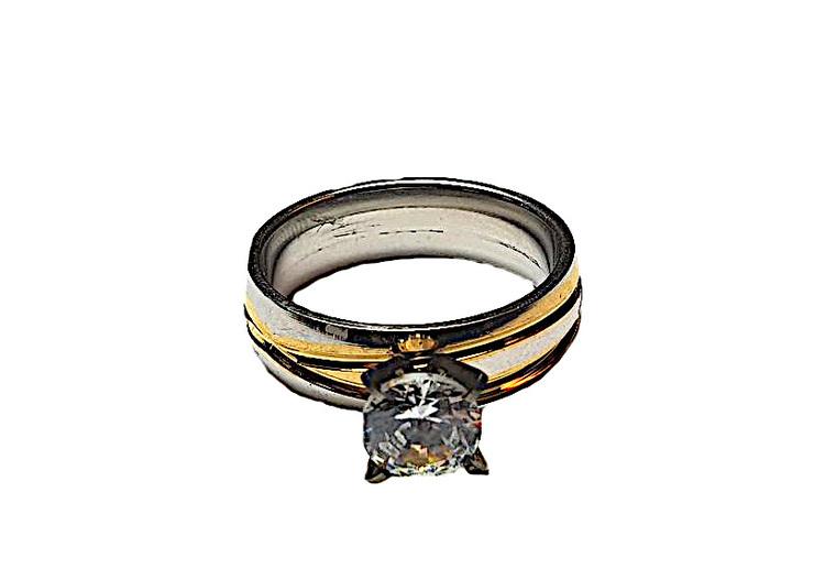 Silver och guldfärgad ring med sten