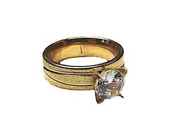 Vacker guldfärgad ring med sten