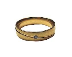 Gulfärgad ring med liten sten