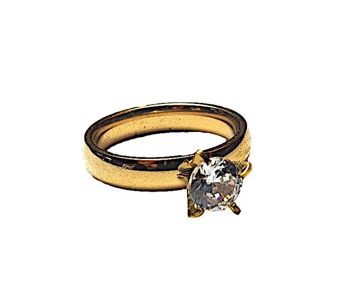 Guldfärgad ring med sten