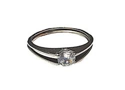 Silverfärgad ring med sten