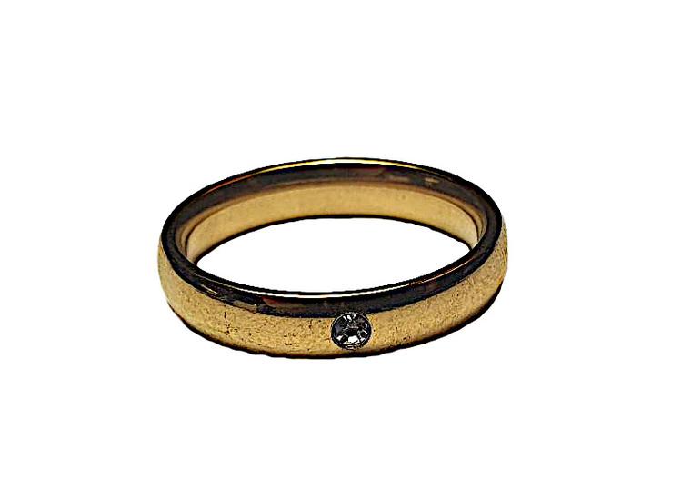 Slät guldfärgad ring med liten sten