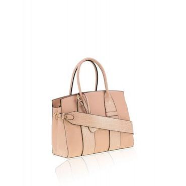 Rosa väska med fina detaljer